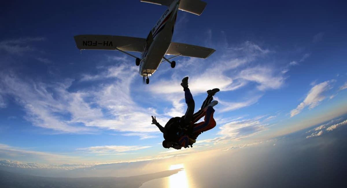 Promouvoir entreprise de parachutisme avec carte de visite usb