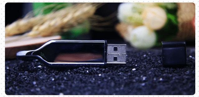 Metal snap hook USB